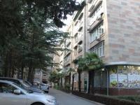 Сочи, улица Роз, дом 31. жилой дом с магазином