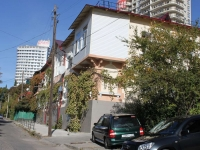 Sochi, Kubanskaya st, house 20. Apartment house