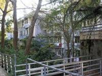 Сочи, улица Абрикосовая, дом 15. многоквартирный дом