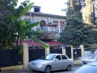 Сочи, Горького переулок, дом 10. многоквартирный дом