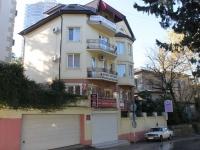 Сочи, Горького переулок, дом 12. офисное здание