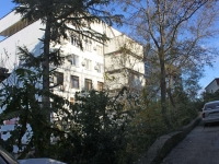 Сочи, улица Севастопольская, дом 25. офисное здание