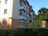 Sochi, Yunykh Lenintsev st, house 9. Apartment house