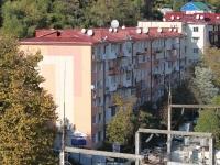 Сочи, улица Комсомольская, дом 11. многоквартирный дом