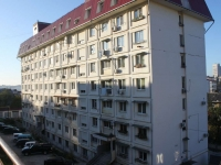 Sochi, Chekhov alley, house 5. Apartment house