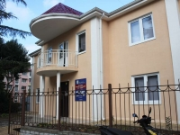 Сочи, улица Чехова, дом 19А. офисное здание