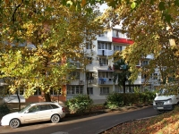 Sochi, Chekhov st, house 29. Apartment house