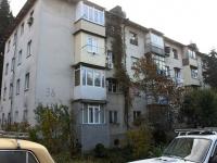 Sochi, Chekhov st, house 36. Apartment house