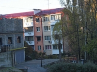Sochi, Chekhov st, house 52. Apartment house