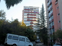 Sochi, Chekhov st, house 54. Apartment house