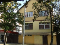 Sochi, st Kalinina (adler), house 18. Apartment house with a store on the ground-floor