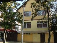 Сочи, улица Калинина (Адлер), дом 18. жилой дом с магазином