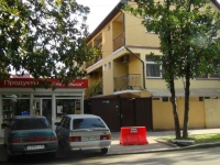 Sochi, Kalinina (adler) st, house 18. Apartment house with a store on the ground-floor