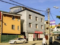 Сочи, улица Свердлова (Адлер), дом 47. многофункциональное здание