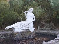 Sochi, sculpture Дева с якоремOktyabrskaya st, sculpture Дева с якорем