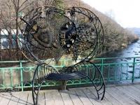 Сочи, скульптура Скамейка влюбленныхБатумское шоссе, скульптура Скамейка влюбленных
