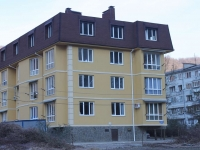 Sochi, Chekmenev st, house 32/3. Apartment house