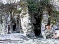 Сочи, Лечебный переулок. Мацестинская пещера