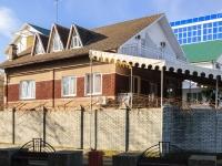 Сочи, улица Интернациональная, дом 1. индивидуальный дом
