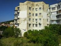 Сочи, улица Коммунальников (п. Лазаревское), дом 15. многоквартирный дом