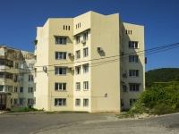 Sochi, st Kommunal'nikov, house 43. Apartment house