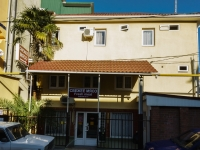 Сочи, улица Крупской, дом 40. жилой дом с магазином