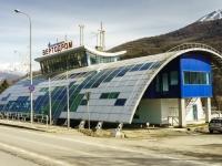 Сочи, улица Защитников Кавказа (Красная Поляна), дом 60. многофункциональное здание