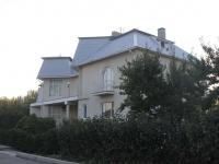 Анапа, улица Толстого, дом 54А. многофункциональное здание