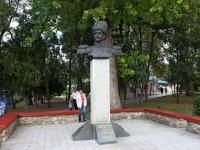 Анапа, улица Крепостная. памятник А.Д. Безкровному