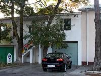 Анапа, улица Самбурова, дом 48. офисное здание