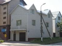 Анапа, улица Черноморская, дом 20. многофункциональное здание
