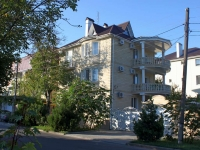 Anapa, st Pervomayskaya, house 6. Apartment house