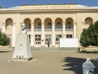 Хадыженск, улица Первомайская, дом 128. дом/дворец культуры
