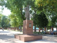 Ейск, памятник М.Горькомуулица Карла Маркса, памятник М.Горькому