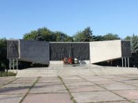 叶伊斯克, 纪念性建筑群 Павшим воинамRevolyutsii sq, 纪念性建筑群 Павшим воинам