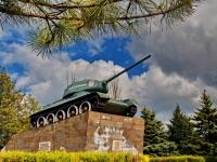 Ейск, улица Богдана Хмельницкого. памятник Т-34 «Ейский колхозник»
