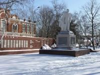 Славянск-на-Кубани, улица Красная. памятник Воину-освободителю