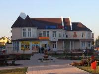 Темрюк, улица Горького, дом 36. многофункциональное здание