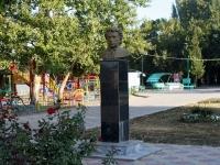 Темрюк, улица Розы Люксембург. памятник А.С. Пушкину