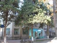 Туапсе, улица Гагарина, дом 3. жилой дом с магазином