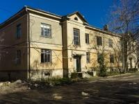 Туапсе, улица Гагарина, дом 13. неиспользуемое здание