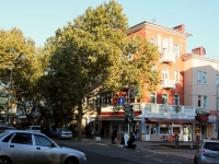 Tuapse, Karl Marks st, house 10. Apartment house with a store on the ground-floor