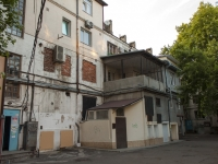 Tuapse, Karl Marks st, house 12. Apartment house with a store on the ground-floor