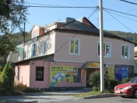 Tuapse, Karl Marks st, house 85. Apartment house with a store on the ground-floor