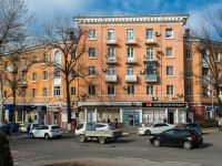 Tuapse, Karl Marks st, house 25. Apartment house with a store on the ground-floor