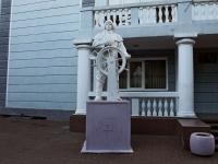 Туапсе, скульптура За штурваломплощадь Октябрьской Революции, скульптура За штурвалом