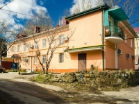 Tuapse, Sofia Perovskaya st, house 10. Apartment house with a store on the ground-floor
