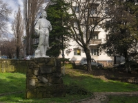 Туапсе, площадь Ильича. памятник А.М. Горькому