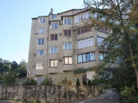 Tuapse, Kommunisticheskaya st, house 47. Apartment house