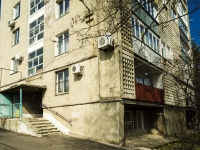 Tuapse, Komsomolskaya st, house 19. Apartment house